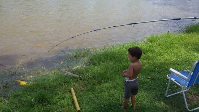 como fazer com que seus filhos amem pescar