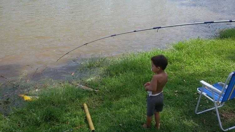 Como fazer com que seus filhos amem pescar?