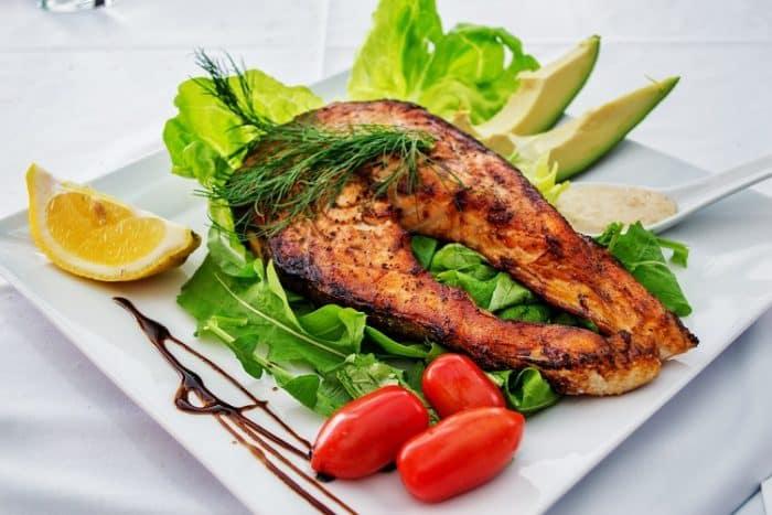 sonhar com comida de peixe